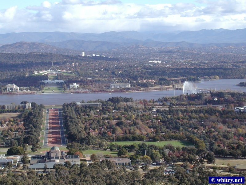 Lake Burley Griffin, Parliament House, and the Australian War Memorial as seen from Mount Ainslie, 堪培拉, 澳洲.