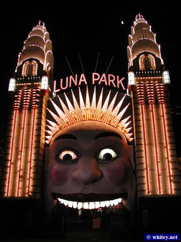 Luna Park face at night, Sydney, Austrália.