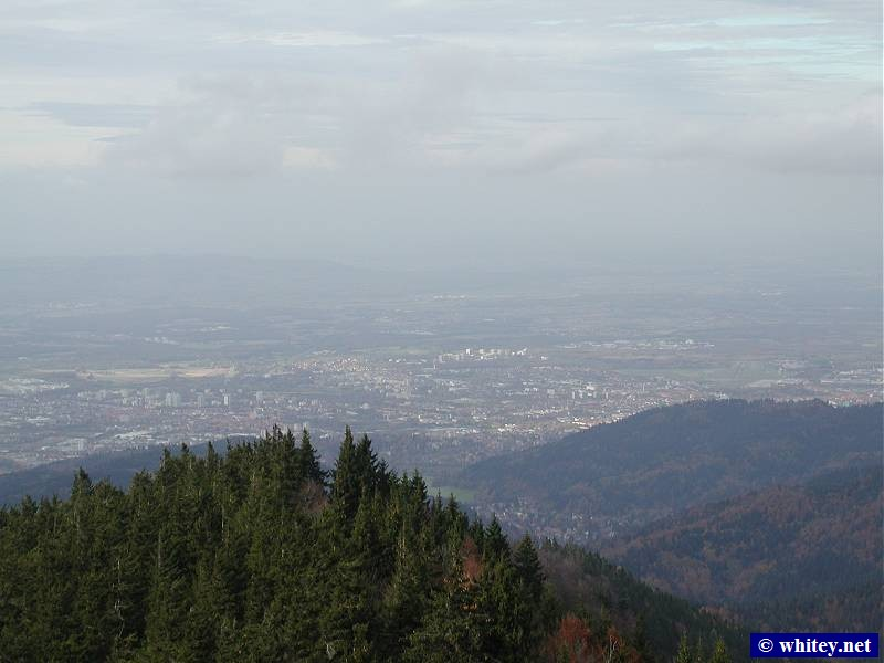 A view of Freiburg, Alemania from the cable car up to Schauinsland, Alemania (1284m).