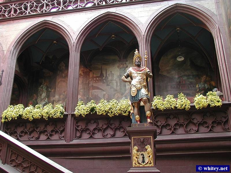 The Basilea Rathaus courtyard, with statue of Lucius Munatius Plancus (a Roman General), Basilea, Suiza.