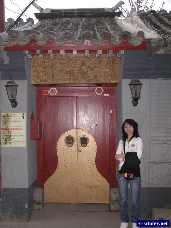 Lisa in a Hutong, بكين, الصين.  胡同.