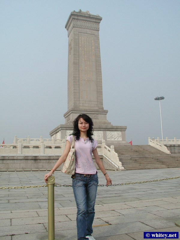 Lisa, Monument to the People's Heroes, Praça da Paz Celestial, Pequim, China. 人民英雄纪念碑, 天安门广场.