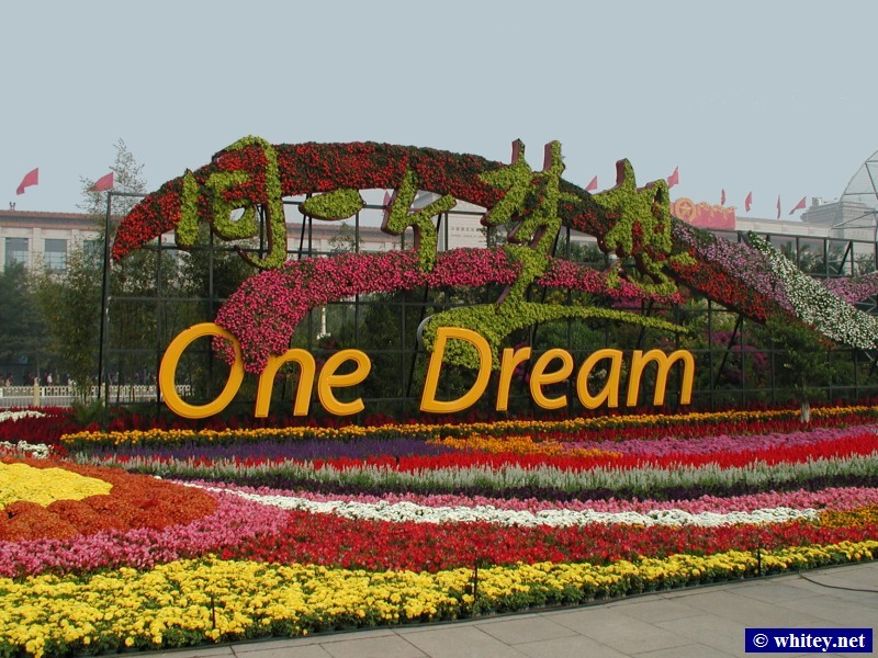 "Olympic Slogan Second Part ""... One Dream"", Plaza de Tian'anmen, Pekín, China. 奥运口号 ""... 同一个梦想"", 天安门广场."