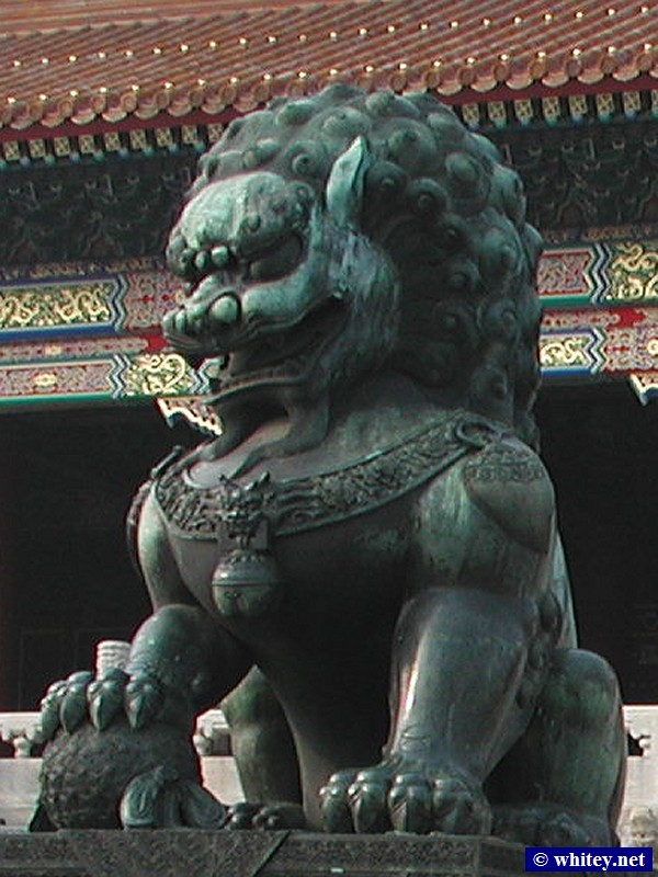 Bronze Lion Statue, Gate of Supreme Harmony, Forbidden City, 北京, 中國. 铜狮子, 太和门, 故宫.