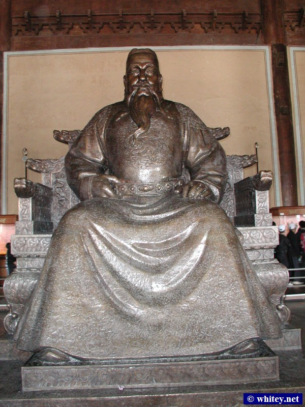 Statue of Emperor Yongle, Inside Leng'endian, Ming-Gräber, Peking, China. 永樂 (文皇帝 / 燕王), 棱恩殿里, 明朝十三陵.