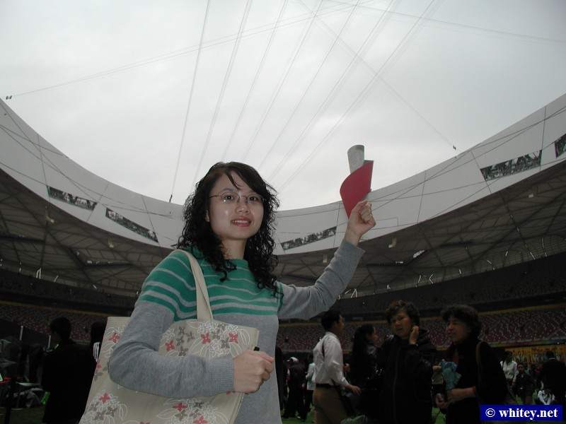 Lisa holding the Olympic Torch, Peking, China.  Lisa把奥林匹克火炬举到空中.