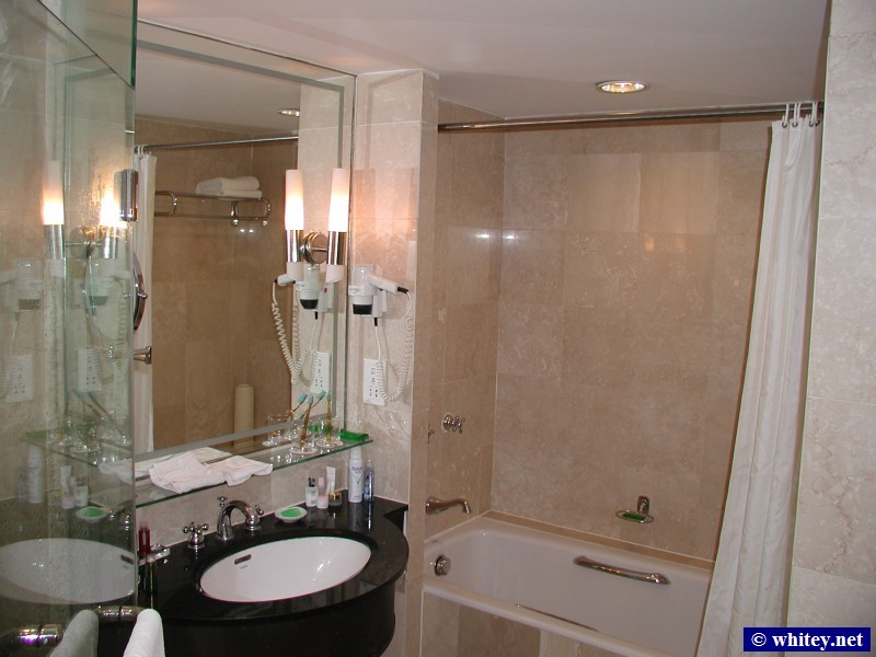 Bathroom, Grand Mercure Hotel, 北京, 中国.  洗手间.
