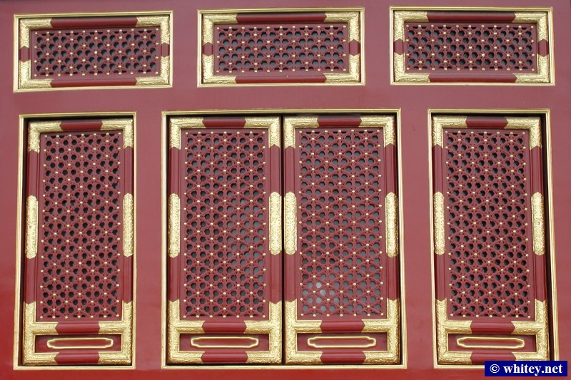 Red Window Panels, Temple of Heaven, 北京, 中国.  天坛.