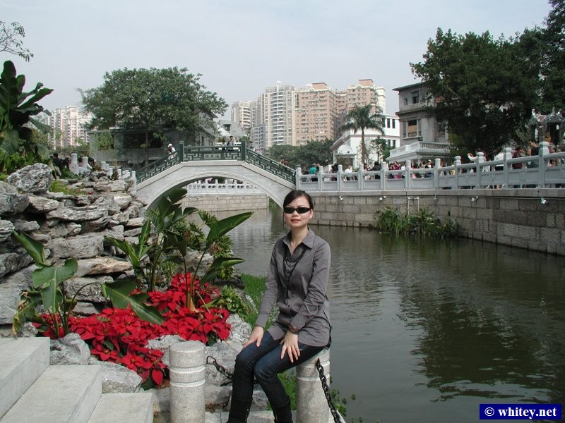 Lisa at Liwanhu Park, 廣州, 中國.  荔湾湖公园.