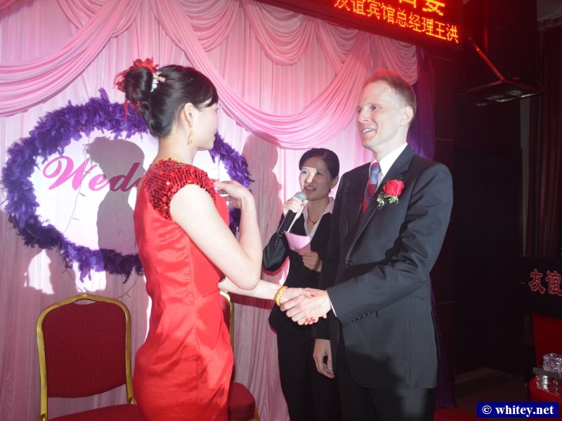 "Lisa & Andrew holding hands during vows – Andrew said ""当然啦! 愿意啦!""."