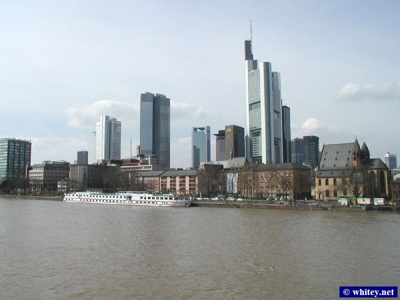 フランクフルト's skyline, including the tallest building in Europe (258m).