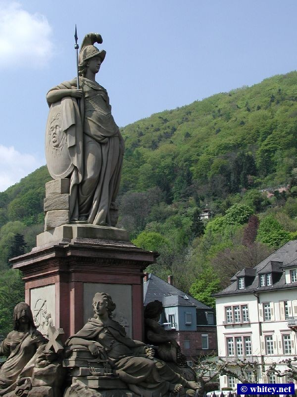 Minerva Statue at north end of Heidelberg Bridge, Allemagne (Karl-Theodor-Brücke / Alte Brücke).