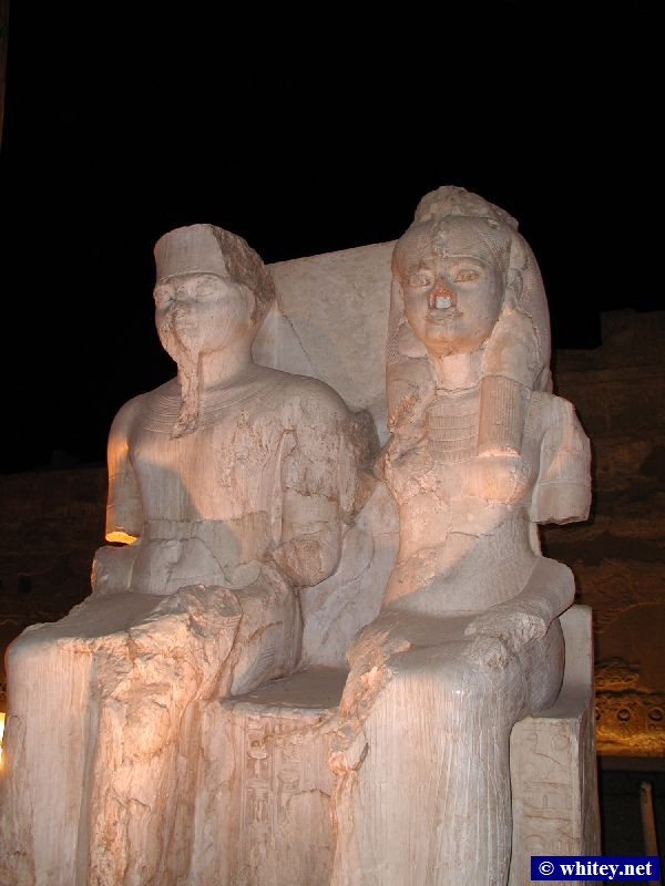 Statue of 파라오 Ramses/Rameses/Ramesses II and his wife, 룩소르 신전, 이집트.