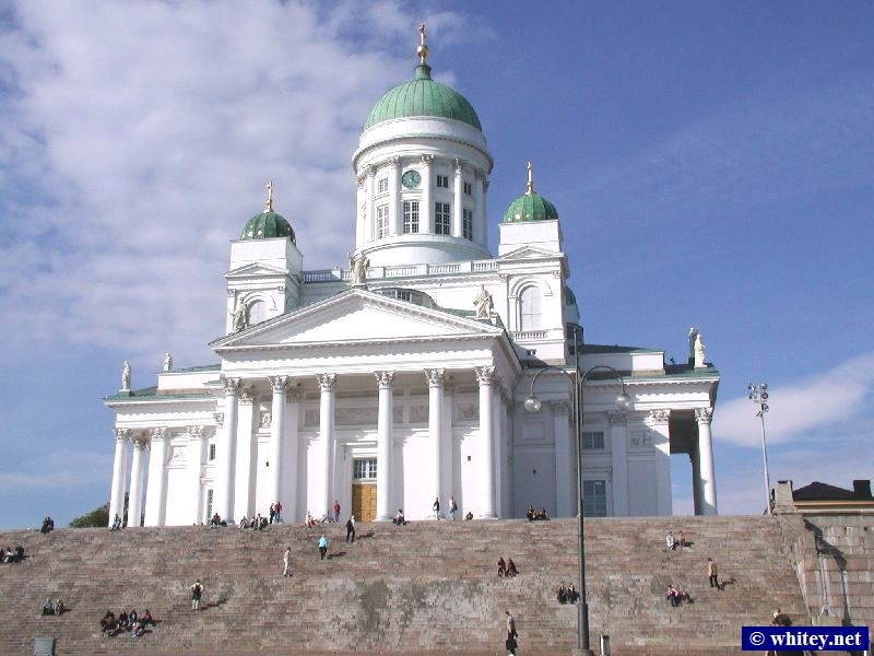 The magnificently huge Catedral de Helsinki, Senaatintori Square, Helsinki, Finlandia.