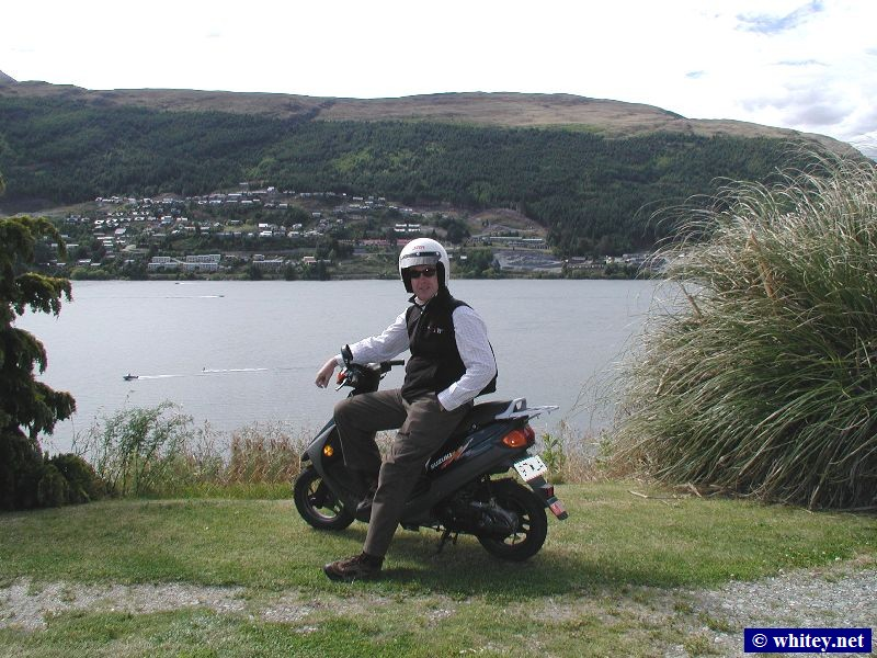Queenstown, Südinsel, Neuseeland – Peter on a moped.