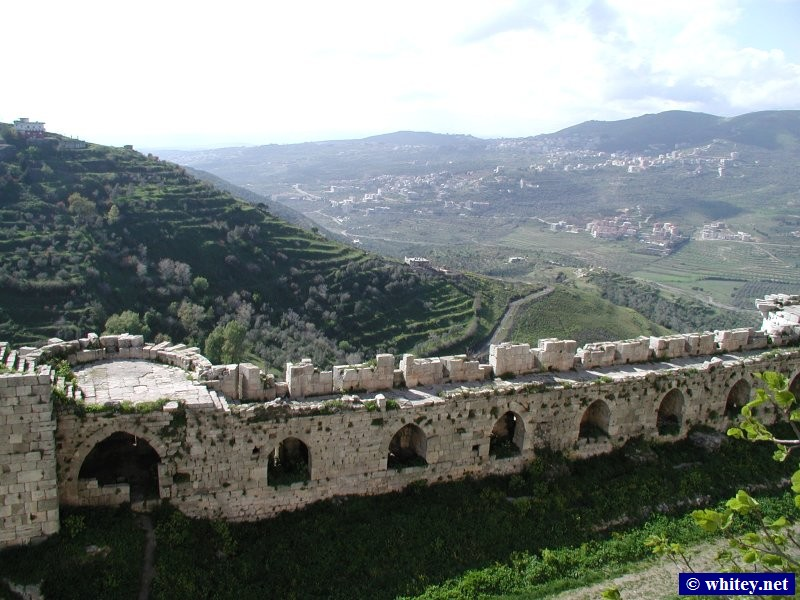View of outer castle and countryside, Krak des Chevaliers, Syrien.