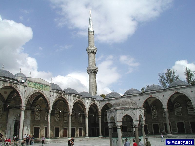 The courtyard of the Suleymaniye Mezquita, Estambul, Turquía. / Süleymaniye Camii. Mid 16th century.